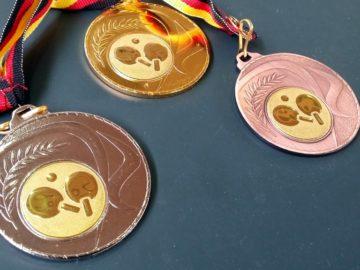 Die Medaillen der Bezirksmeisterschaft Schüler U15 2016 im Tischtennis