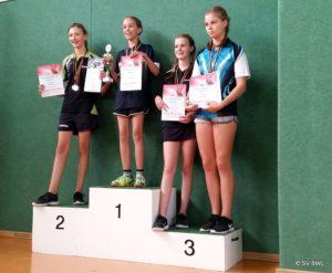 Tischtennisspielerinnen: Julia Hexelschneider, Jolanda Willberg, Julia Dressler, Emilie Kling (v.l.)