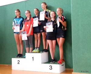 Tischtennisspielerinnen der BEM 2016 U15: Emilie Kling mit Pauline Sadlo, Jolanda Willberg mit Leonie Hexelschneider, Julia Dressler mit Hanna Rothe